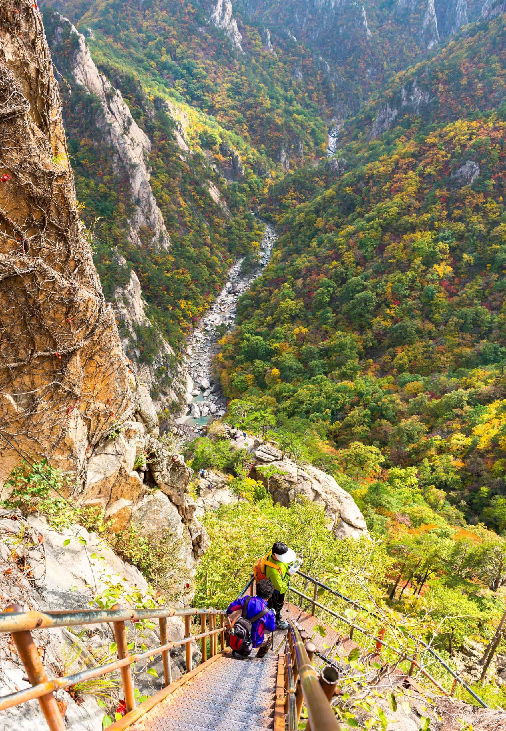Korean tourists in the Seoraksan National Park, South korea